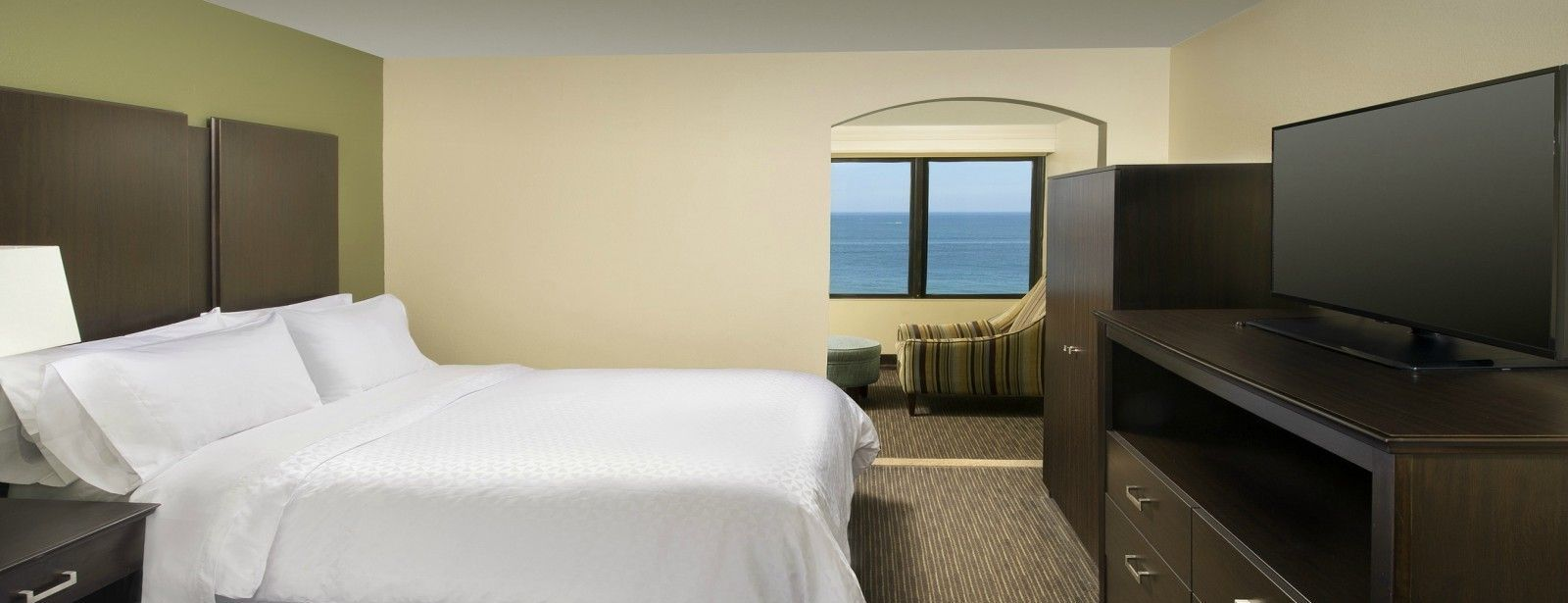 Virginia Beach Accommodations - Queen Suite